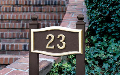 Small Roundtangle Address Plaque with Lawn Plaque Kit