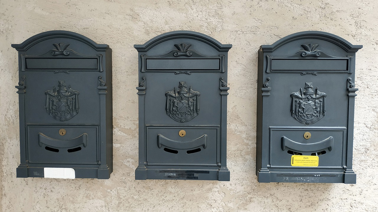 Improve Mailbox Security – Avoid Mail Theft & Vandalism with a Locking Mailbox